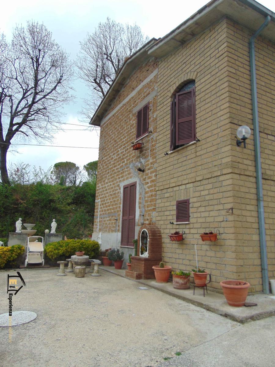 Casa Indipendente vendita COLLEVECCHIO (RI) - 7 LOCALI - 130 MQ