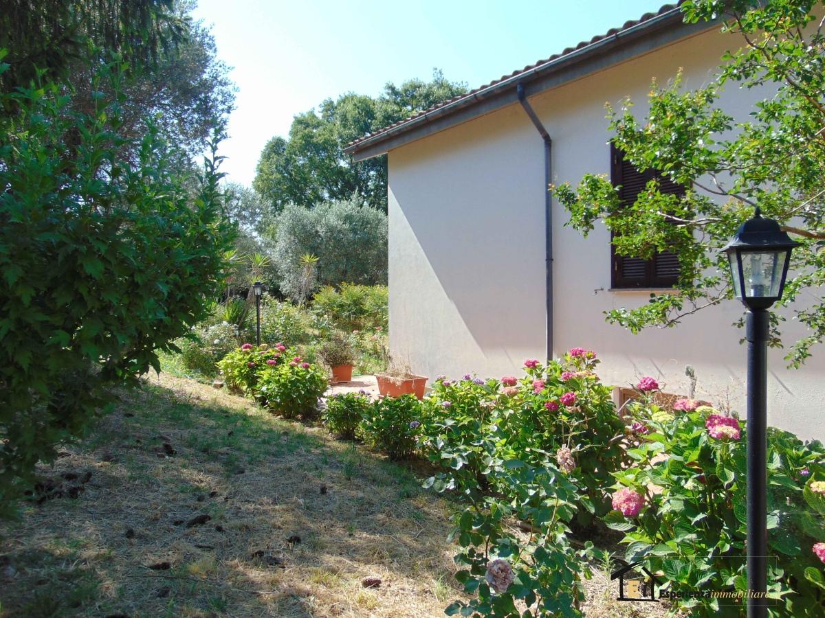Villa vendita POGGIO MIRTETO (RI) - 7 LOCALI - 400 MQ