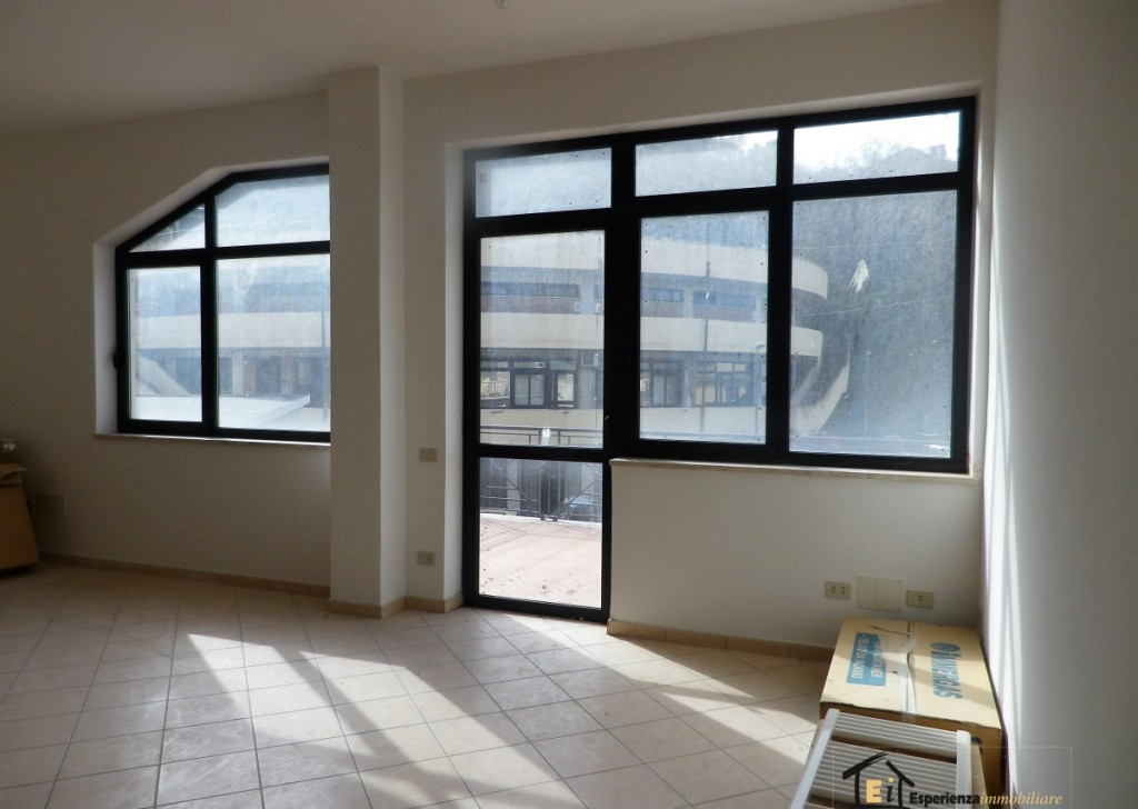 For Rent Offices, Laboratories and Shops Poggio Mirteto - OFFICE IN THE CENTER Locality