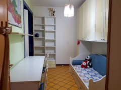 RENOVATED APARTMENT WITH SEPARATE ENTRANCE - 7